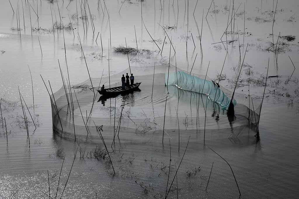 59931-1427706368-Fishing-Nets_2010__YannArthusBertrand