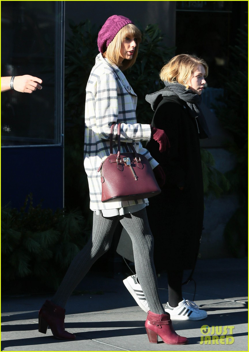 taylor-swift-grabs-lunch-with-gal-pal-tavi-gevinson-09