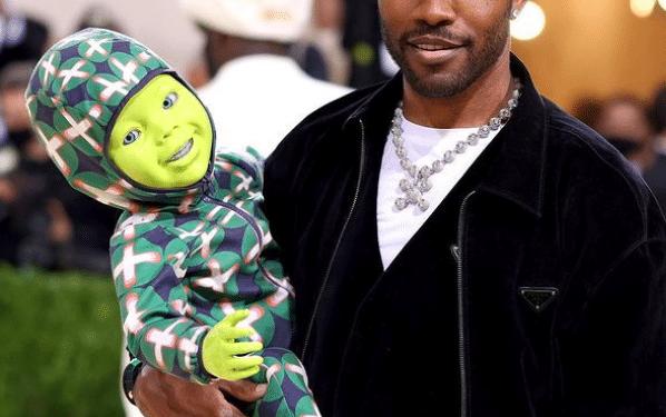 Frank Ocean lui a été dans l'obligation de présenter au monde un bébé robot, comme mort. Glaçant.